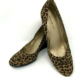 BANDOLINO Women's Size 6.5 M Leopard Cheetah Wedge